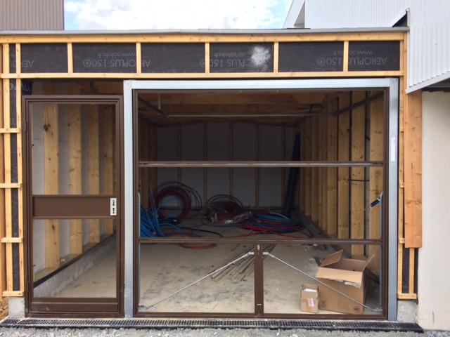 portes de boxes basculantes avec bardage bois abf35. Black Bedroom Furniture Sets. Home Design Ideas