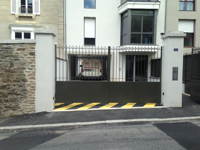 Motorisation d'un portail battant – Résidence Ker Jeanne à Saint Malo