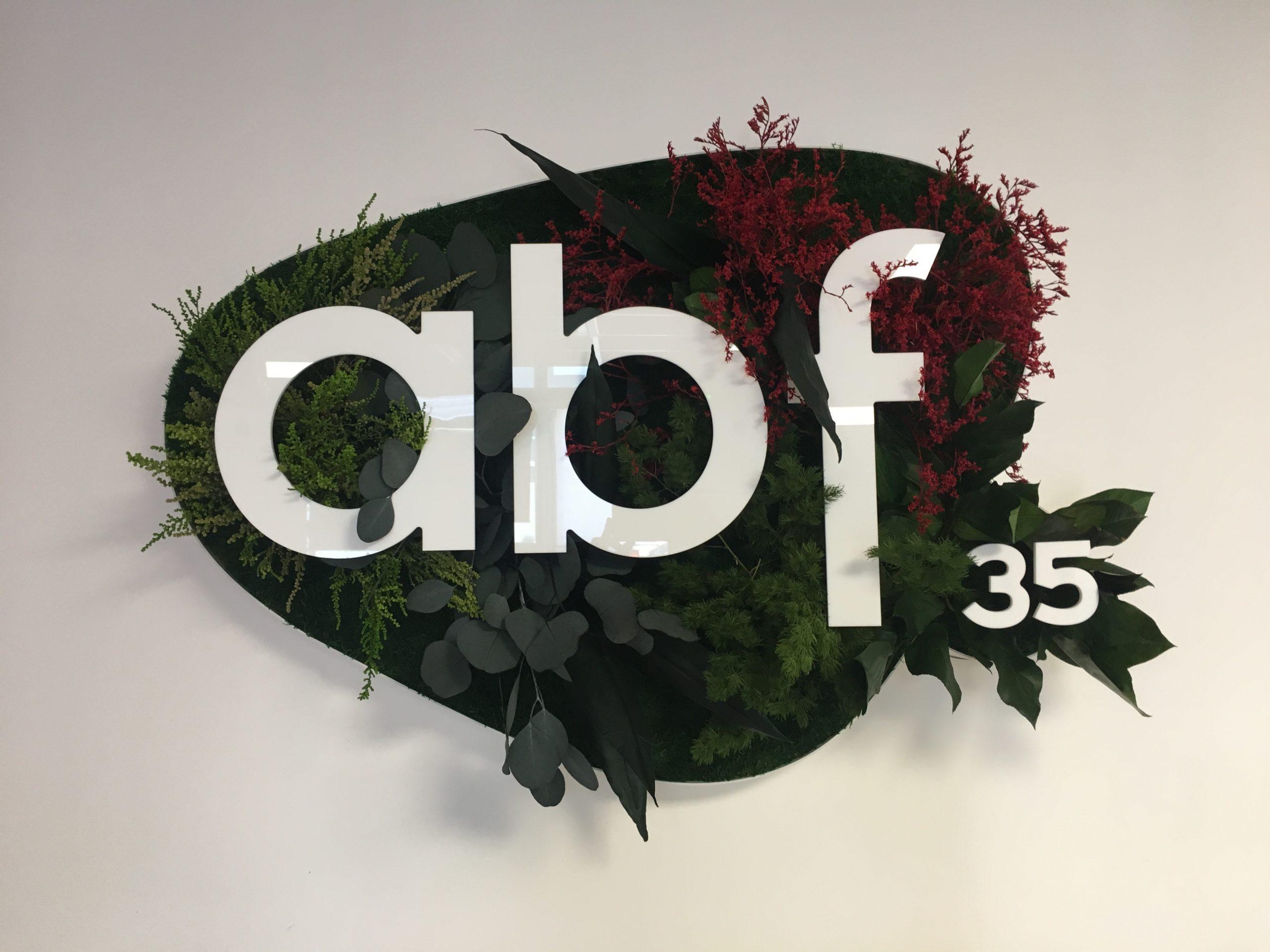 ABF35 vous ouvre ses portes : nouvelle déco de l'agence avec un mur végétal !
