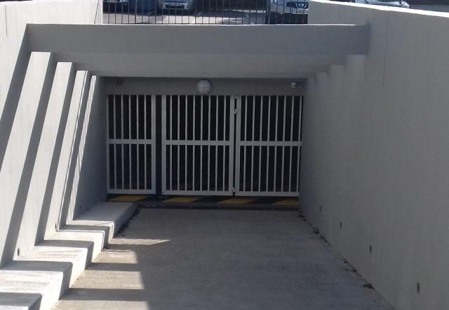 Porte accordéon SAFIR W703 avec portillon intégré
