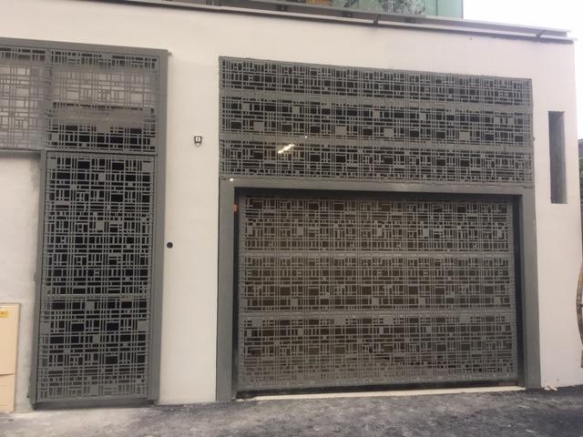 OSMOZ – Parfaite intégration de la porte automatique dans la façade