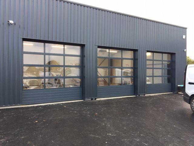 [Tertiaire] 3 portes sectionnelles vitrées à Pacé