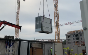 [VIDEO] Livraison des portes de boxes par grue