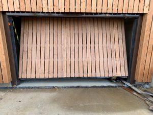 [PACE] Bardage bois sur porte automatique SAFIR