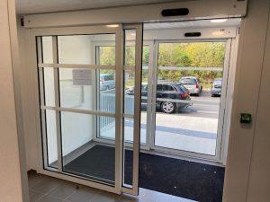 [RESIDENTIEL] 2 Portes piétonnes automatiques pour l'accès principal d'une résidence