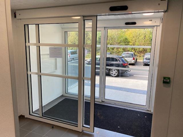 You are currently viewing [RESIDENTIEL] 2 Portes piétonnes automatiques pour l'accès principal d'une résidence